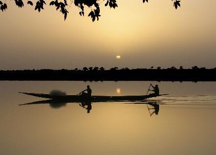 Pirogue sur le fleuve Bani